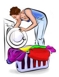 Haushaltshilfe wäscht Wäsche