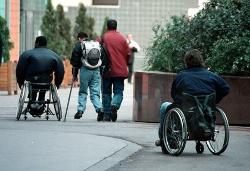 Mehrere Behinderte unterwegs